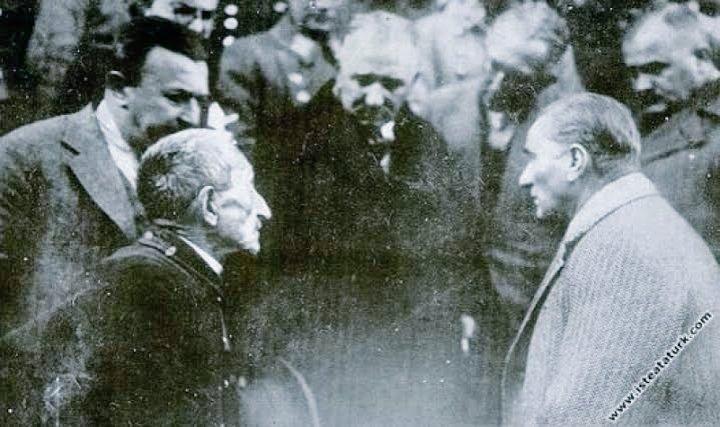 ataturk-ihtiyar-vatandasin-derdini-dinlerken-21-kasim-1930-tokat